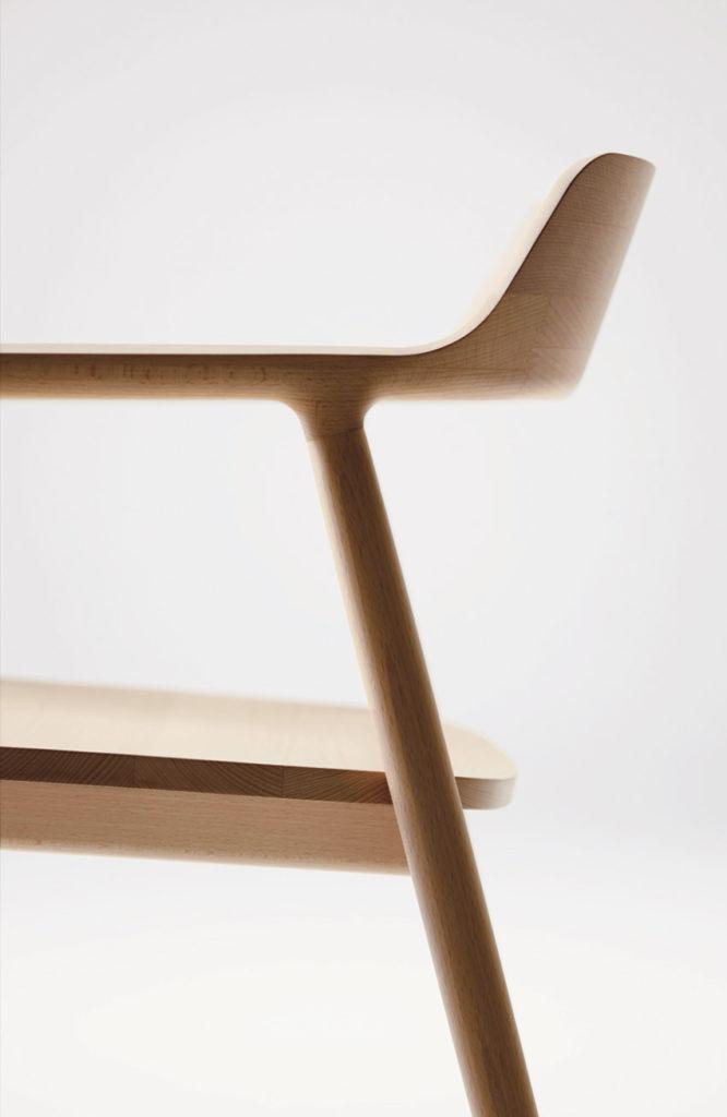 Fauteuil Hiroshima, de Naoto Fukasawa chez le fabricant Maruni. Un fauteuil en bois exceptionnel. Détail du profil