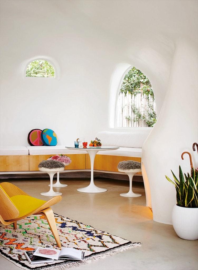 Spaceship House, une maison californienne extraordinaire. Architecture des années 70. Séjour.