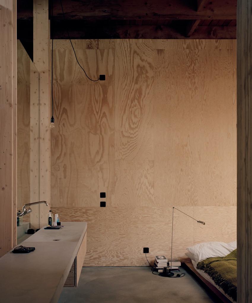 Maison d'architecte en béton, brutaliste, inspiration Paulo Mendes da Rocha. Chambre à coucher