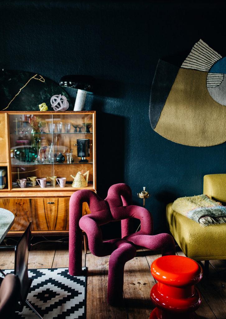 Appartement maximaliste - Déco intérieure colorée, inventive et chaleureuse - Lampe Snoopy