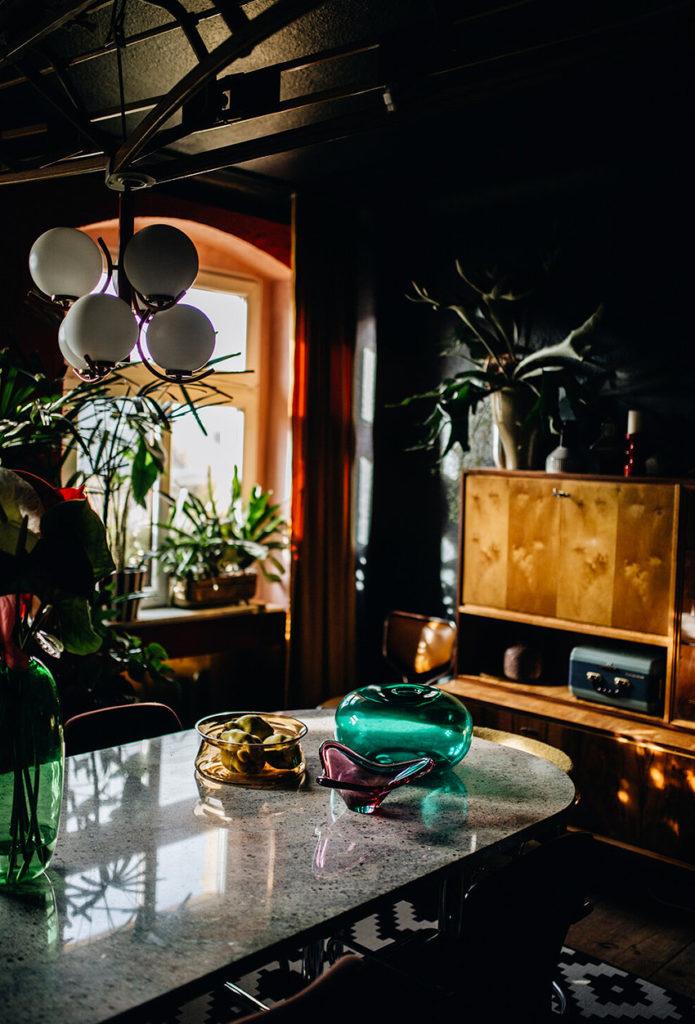 Appartement maximaliste - Déco intérieure colorée, inventive et chaleureuse - Salon