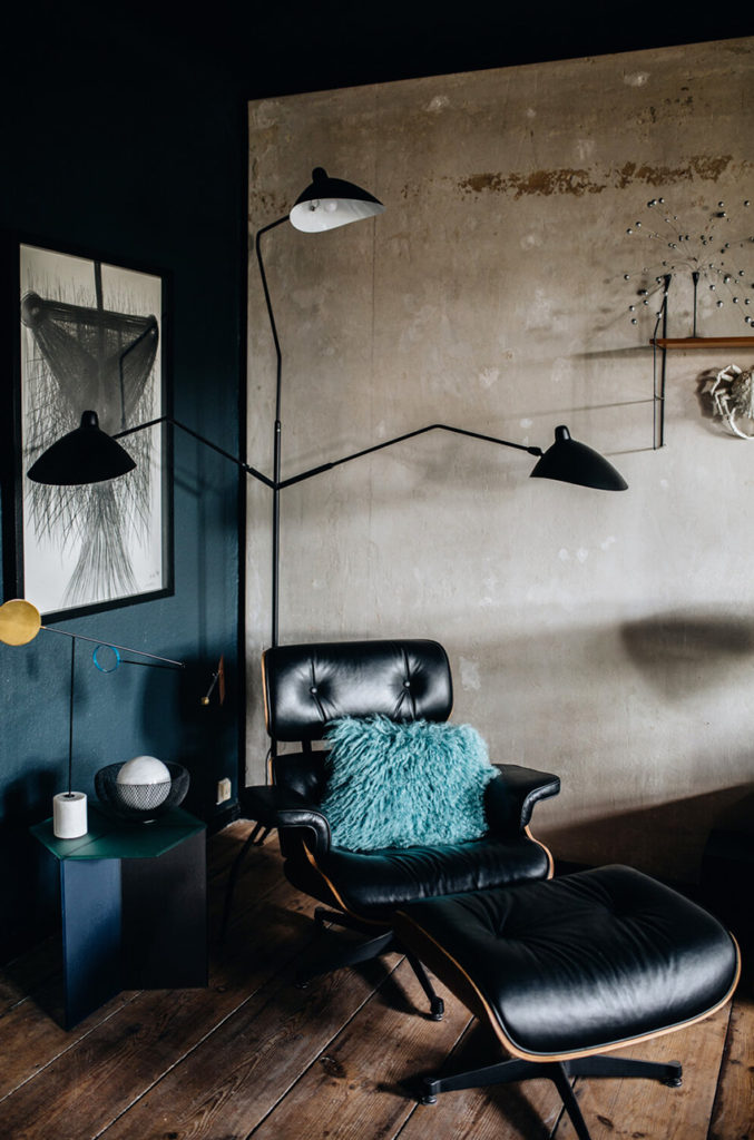 Appartement maximaliste - Déco intérieure colorée, inventive et chaleureuse - Salon, Lounge chair de Eames
