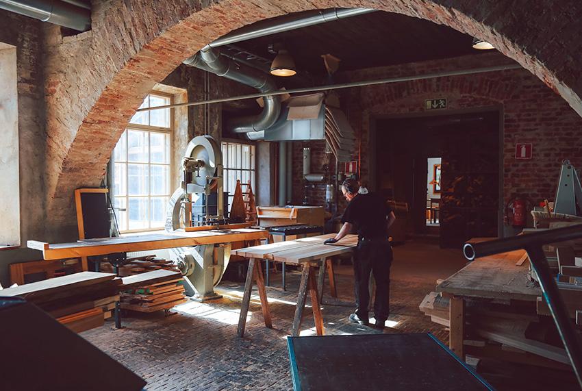 Atelier NIkari en Finlande, atelier qui façonne le bois.